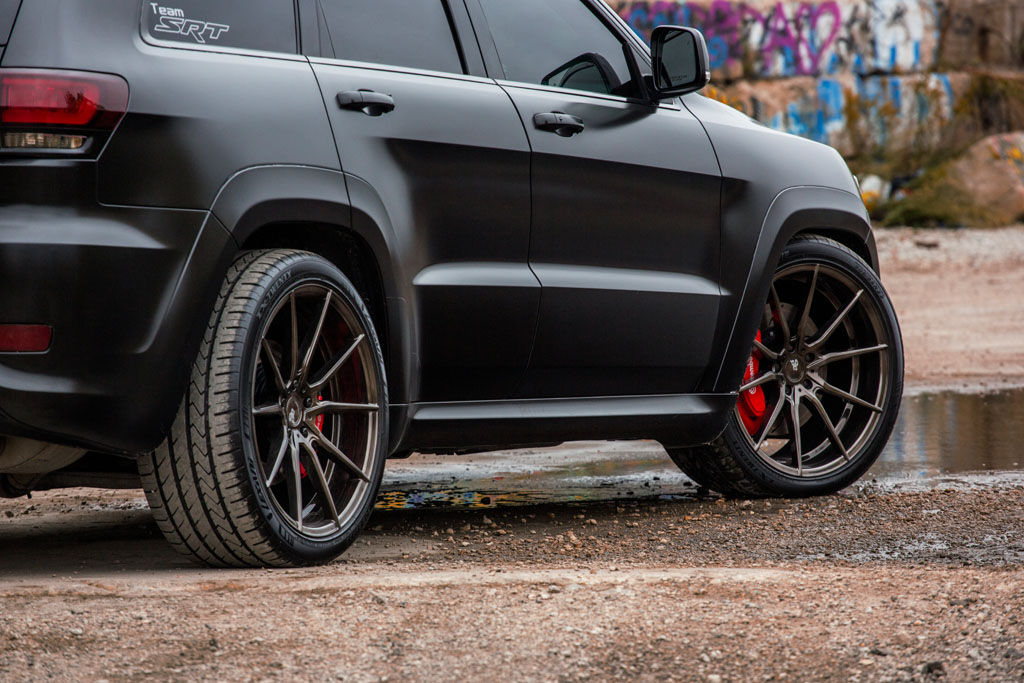 Jeep Grand Cherokee SRT with 22″ M652 Wheels