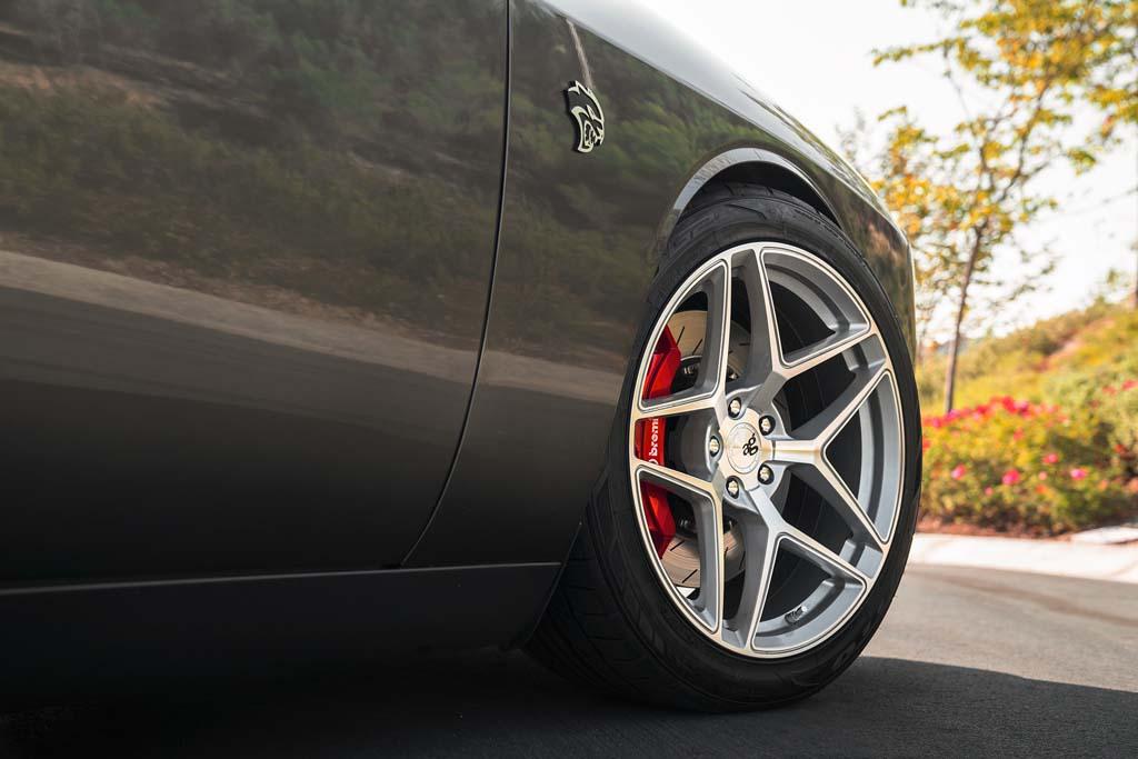 ag wheels avant garde agwheel wheel rim rims dodge challenger hellcat srt srt8 scatpack stance stanced mopar m650 five spoke split 5spoke coupe front wheel detail